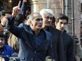 احتساب عدالت لاہور کے باہر پولیس کی بھاری نفری تعینات ہے۔ فوٹو : فائل