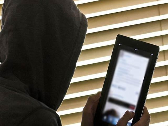 ملزم کے خلاف سائبر کرائم قوانین کے تحت مقدمہ درج کرلیا گیا . فوٹو : فائل