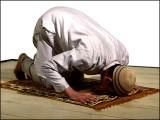 آئیے! ہم بھی دعا کرتے ہیں کہ اللہ ہماری نذر قبول کرلیں اور توفیق بخشیں ان اعمال کی جو قبولیت سے قریب کر دیں۔ (فوٹو: انٹرنیٹ)