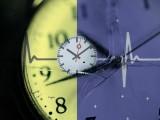 اگر کسی شخص میں موجود، قدرتی جسمانی گھڑی درست طور پر کام کرنے کے قابل نہ رہے تو وہ موٹاپے سے لے کر کینسر تک، مختلف اقسام کی بیماریوں میں مبتلا ہوسکتا ہے۔ (فوٹو: فائل)