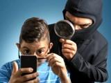 ایپل اور گوگل کے علاوہ کئی کمپنیوں نے جاسوس کی ایپس تیار کی ہیں جس کے منفی اثرات بھی مرتب ہوسکتے ہیں (فوٹو: فائل)