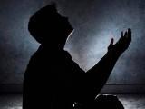 اور وہ لوگ جب (اتفاقاً) کوئی بُرائی کر بیٹھتے ہیں تو اﷲ کو یاد کرتے ہیں اور اپنے گناہوں کی معافی مانگتے ہیں فوٹو : فائل
