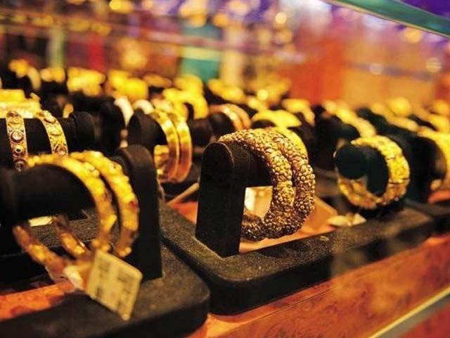 صرافہ مارکیٹوں میں فی تولہ سونے کی قیمت بڑھ کر67200روپے ہوگئی فوٹو:فائل