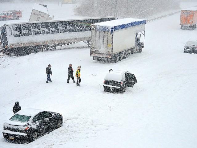 سینٹ لوئیس اور کولمبیا شہر میں ایک دن میں 26 سینٹی میٹر تک برف پڑچکی ہے۔ فوٹو : فائل