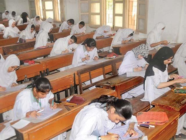 عارضی ناظم امتحانات شجاعت ہاشمی کے خلاف اینٹی کرپشن پہلے ہی انکوائری کر رہا ہے  فوٹو : ایکسپریس