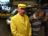 شامی شہر حلب میں رہنے والا ابوذکور گزشتہ 35 برس سے پیلا لباس پہن رہا ہے (فوٹو: اوڈٹی سینٹرل)