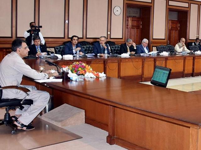وزیر خزانہ کی زیر صدارت دوسرے منی بجٹ کے مسودے کو حتمی شکل دینے کیلیے اجلاس ہوا۔ فوٹو:فائل