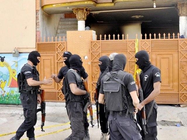 جاں بحق افراد کے لواحقین کے دھرنے اور شدید احتجاج کے بعد مقدمہ درج کیا گیا فوٹو:فائل