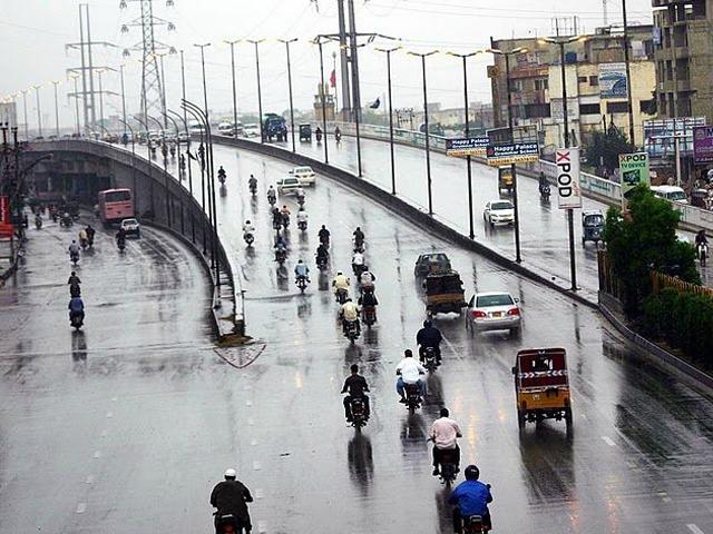 گزشتہ رات کراچی میں سب سے زیادہ بارش قائدآباد میں 31 ملی میٹر ریکارڈ کی گئی۔ فوٹو : فائل