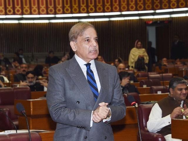 پنجاب کے موجودہ وزیراعلیٰ اجازت کے بغیر کوئی کام نہیں کرتے،شہبازشریف فوٹو: فائل
