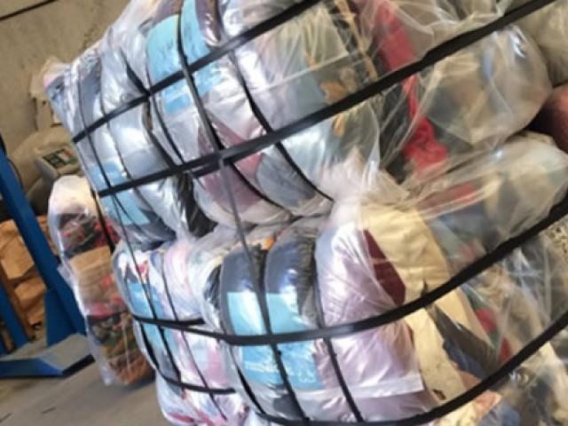 جعلی دستاویزات میں کپڑے کو چینی ساختہ ظاہر کیا گیا تھا، دبئی کے6 امپورٹرز کے ذریعے مختلف بھارتی شہروں سے کپڑا خرید کر دبئی برآمد کیا گیا۔ فوٹو: فائل