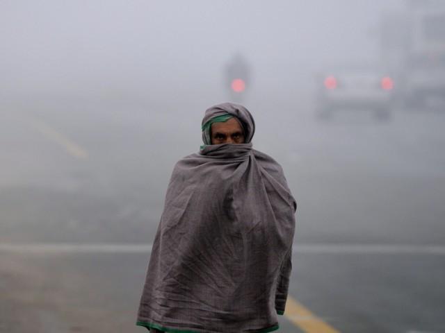 پنجاب میں بارشوں کا سلسلہ ختم ہونے کے بعد صوبے کے کئی شہروں میں دھند چھائی ہوئی ہے فوٹوفائل