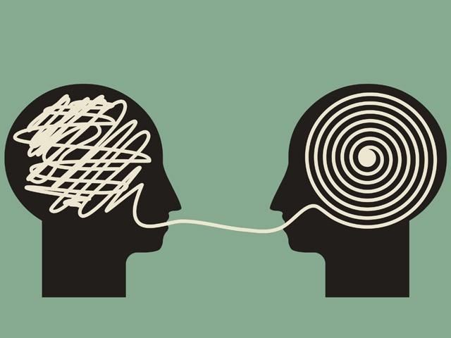 غیر ضروری تنقید وہ تلوار ہے جو سب سے پہلے خُوبصورت تعلقات کا سر قلم کرتی ہے۔ (فوٹو: انٹرنیٹ)