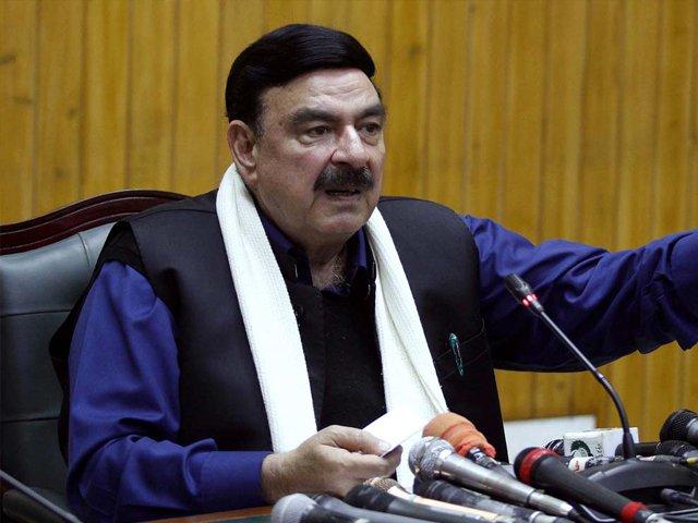 اللہ جانتا ہے حکومت نہیں جاتی، ابھی چل رہی ہے، وفاقی وزیر ریلوے۔ فوٹو : فائل