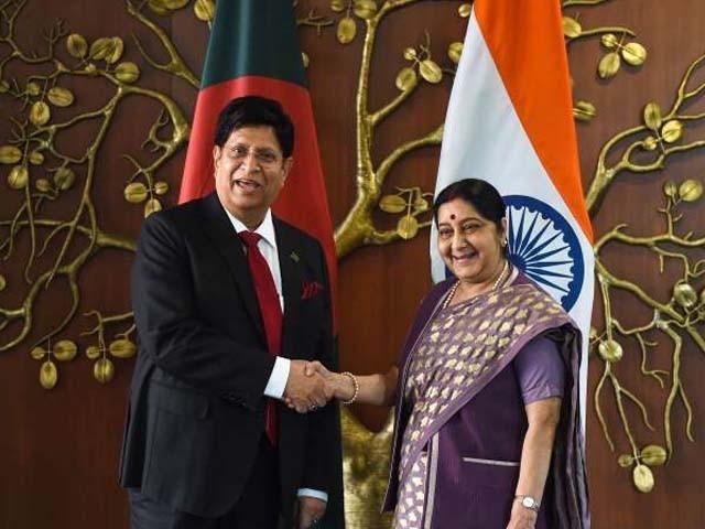 بھارت اور بنگلہ دیش کے وزرائے خارجہ کے درمیان جی سی سی کا پانچواں اجلاس نئی دہلی میں ہوا۔ فوٹو : اے ایف پی