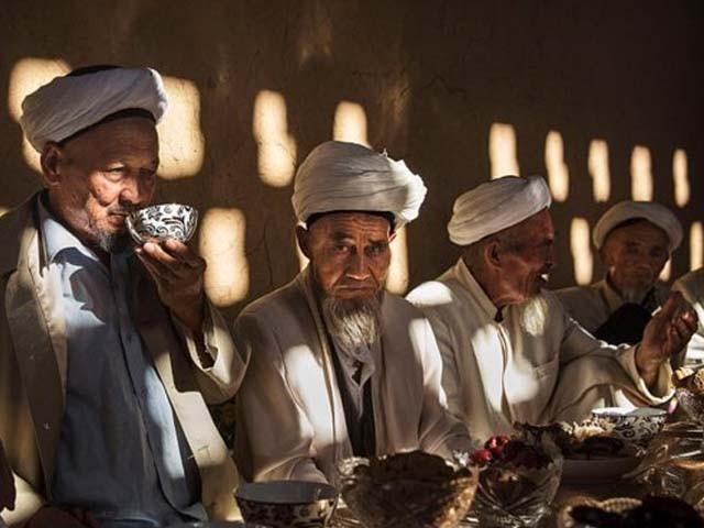 سنکیانگ میں اویغور مسلمانوں کو بحالی کے مراکز میں بہ غرض 'تعلیم نو' رکھا جاتا ہے،چین کا مؤقف فوٹو : فائل
