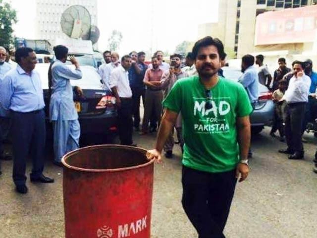 وزیر اعلی سندھ سید مراد علی شاہ اور وزیر بلدیات سعید غنی شہر کی تباہی کے ذمہ دار ہیں، عالمگیر خان ۔ فوٹو : فائل