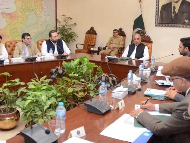 گورنر خیبر پختون خوا شاہ فرمان نے وزیراعلی محمود خان سے اختلافات کے تاثر کو مسترد کردیا فوٹو:فائل