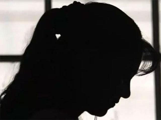 گزشتہ روزطالبہ شانزہ کومل نے ڈاکٹرساجد کے خلاف ویڈیو بیان بھی اپ لوڈ کیا تھا: فوٹو: فائل