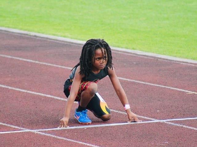 سات سالہ رڈولف کو دنیا کا تیزرفتارترین بچہ قرار دیا جارہا ہے اور اب تک وہ 3 درجن سے زائد تمغے جیت چکے ہیں۔ فوٹو: بورڈ پانڈا