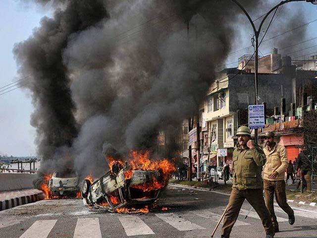 انتہا پسند ہندوؤں نے کشمیری طلبا کو تشدد کا نشانہ بنایا اور اب بھارت سے نکل جانے کی دھمکیاں دے رہے ہیں (فوٹو : فائل)