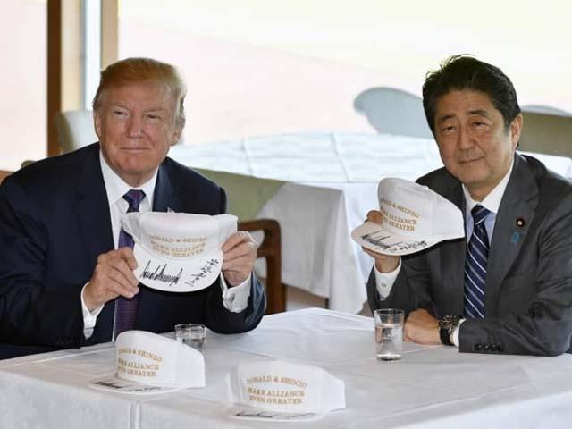 جاپانی وزیراعظم نے نوبل انعام برائے امن کے لیے امریکی صدر کا نام تجویز کیا۔ فوٹو : فائل
