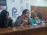 خواجہ سراؤں کے لیے قومی شناختی دستاویزات میں مرد یا خاتون مخنث لکھا جاتا ہے فوٹو: فائل