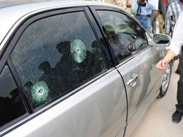 نامعلوم ٹارگٹ کلرز نے سخی حسن چورنگی کے قریب انہیں نشانہ بنایا (فوٹو: فائل)