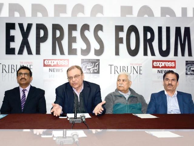 وزیراعظم نے بھارت کو دلیرانہ جواب دیا، فاروق حسنات، راحت لطیف ،عبدالرؤف مختار، ڈاکٹر مبشر منور خان کا اظہار خیال۔ فوٹو: ایکسپریس