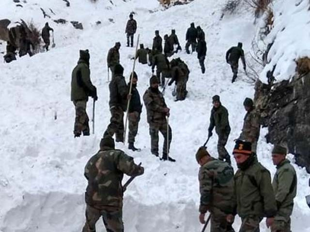 لاپتہ ہوجانے والے دیگر بھارتی فوجیوں کے بھی ہلاک ہوجانے کا خدشہ ہے۔ فوٹو : اے این آئی