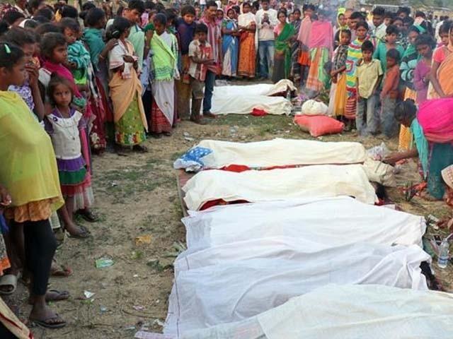 ہلاک ہونے والوں میں بڑی تعداد خواتین کی بھی ہے۔ فوٹو : بھارتی میڈیا