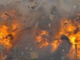 بم دھماکا پولیس موبائل کے قریب ہوا جوکہ ایک موٹر سائیکل میں نصب تھا (فوٹو: فائل)