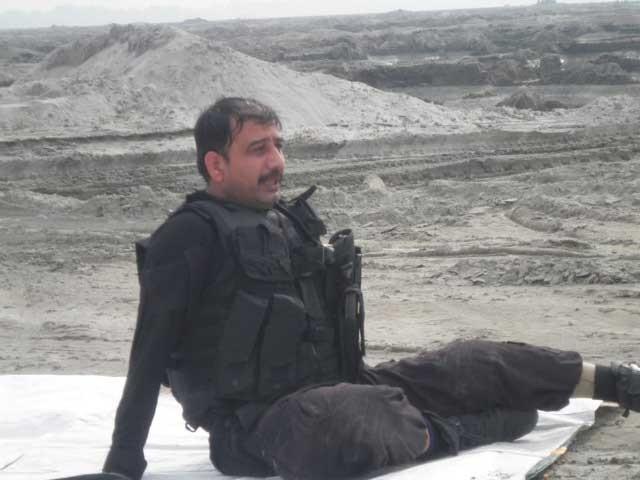 ٹائیگر مصنوعی ٹانگ کے ساتھ اب تک 2014 سے 2019 تک 82 بم ناکارہ کر چکا ہے : فوٹو: احتشام بشیر