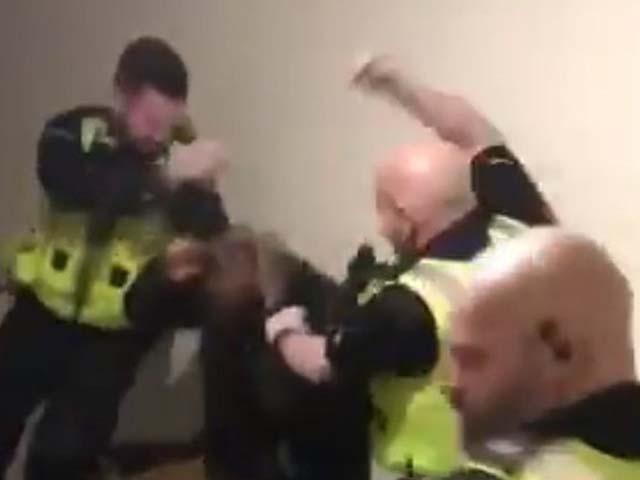 سیاہ فام مسلمان کو گرفتاری دینے سے انکار پر تشدد کا نشانہ بنایا گیا۔ فوٹو : فائل