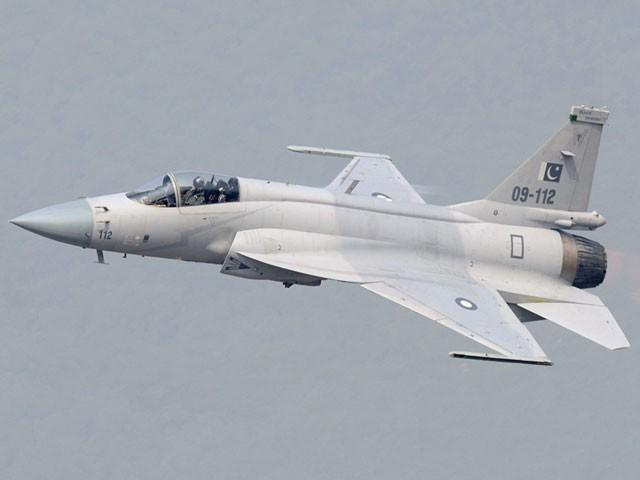 جے ایف 17 تھنڈر طیارے کو جدید میزائل سے لیس کر دیا گیا ہے، ترجمان پاک فضائیہ۔ :فوٹو:فائل
