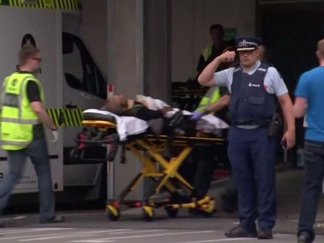 مسلح افراد کی جانب سے فائرنگ نماز جمعہ کے دوران کی گئی جب کہ مزید ہلاکتوں کا خدشہ ظاہر کیا جارہا ہے۔ فوٹو: سوشل میڈیا