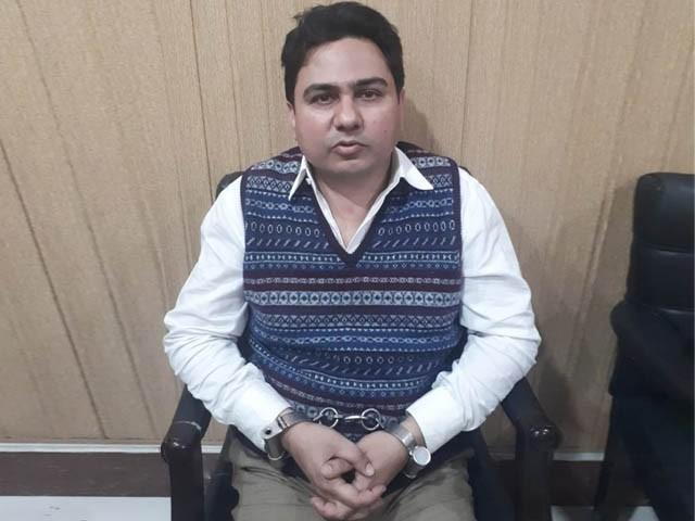 جنید ارشد ایف آئی اے کو مطلوب تھا اور اس کی گرفتاری پر 5 لاکھ روپے انعام مقرر تھا (فوٹو: ایکسپریس)