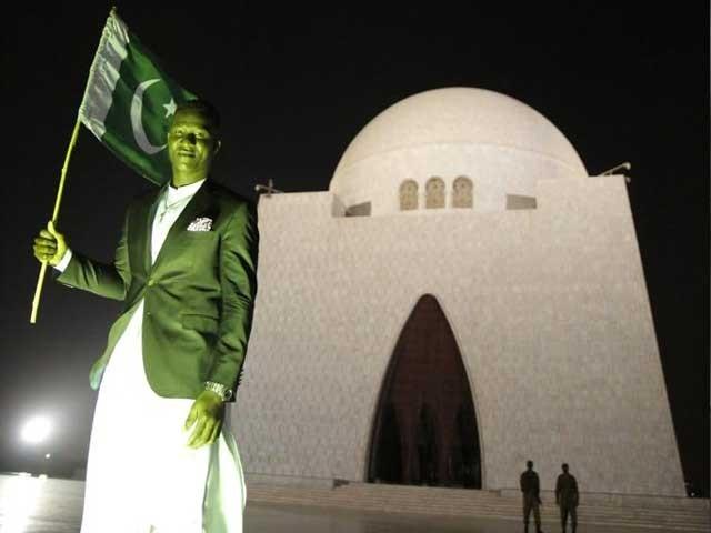 پشاور زلمی کے کھلاڑی ڈیرن سیمی نے مزار قائد پر حاضری کو اپنے لیے اعزاز قرار دیا۔ فوٹوسوشل میڈیا