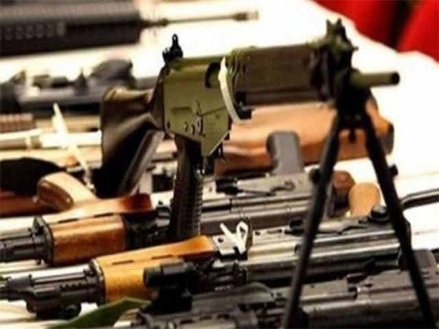 اسلحہ ایکٹ 4 اے پر عمل نہ کرنے والوں کے خلاف کیا کارروائی کی گئی رپورٹ پیش کریں، عدالت۔ فوٹو: فائل