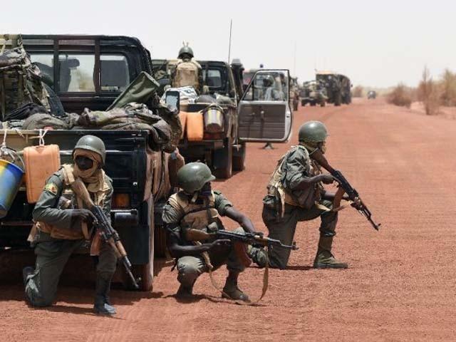فوجی کیمپ پر مالی فوج کے منحرف کرنل آقا موسیٰ کے مسلح گروہ نے کیا۔ فوٹو : فائل