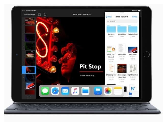 ایپل نے دو نئے آئی پیڈ متعارف کروائے ہیں جن کی فروخت 26 مارچ سے شروع ہوجائے گی (فوٹو: ایپل)