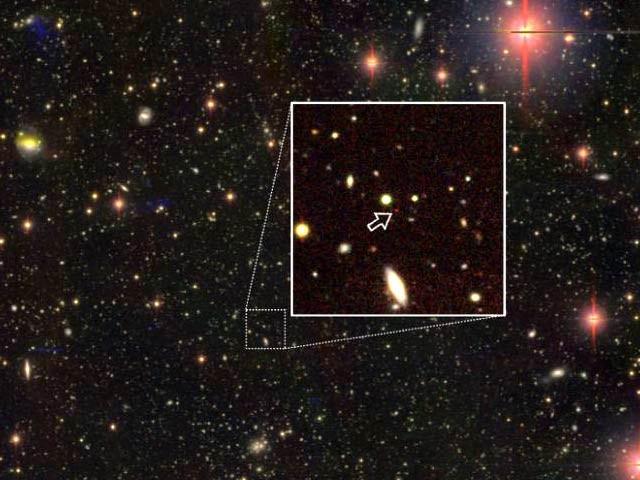 تیر کی سمت میں تین انتہائی دور کوزاروں میں سے ایک، یہ 13 ارب 5 لاکھ نوری سال پر واقع ہے (فوٹو: بشکریہ نیشنل ایسٹرونومی آبزوریٹری جاپان)