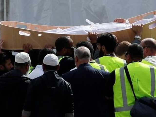 دونوں شہدا کی میتیں ایمبولینس میں لین وڈ پارک لائی گئیں: فوٹو: برطانوی نشریاتی ادارہ