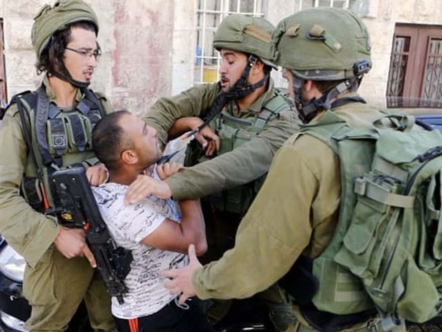 فلسطینی نوجوان کی شہادت پر فائرنگ کرنے والے دو نوجوانوں کو بھی شہید کردیا گیا۔ فوٹو : فائل