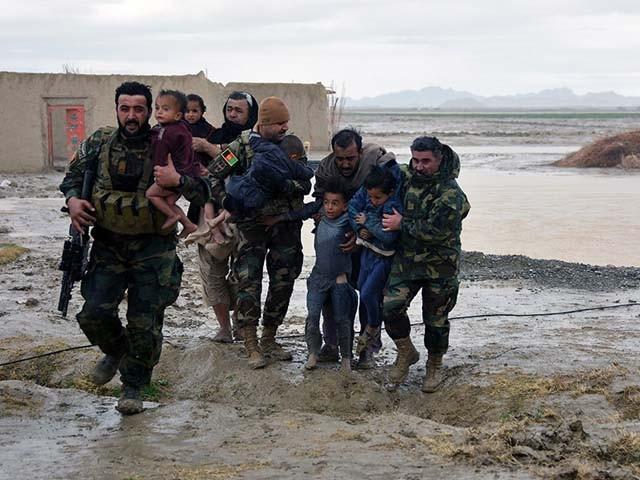 افغانستان میں ایک ہفتے سے بارشوں اور سیلاب کا سلسلہ جاری ہے۔ فوٹو : فائل