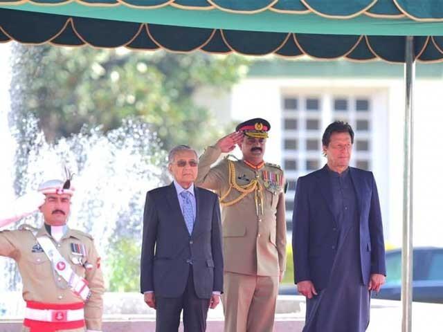 عمران خان اور ملائیشین وزیراعظم کی ملاقات، باہمی دلچسپی کے امور پر گفتگو فوٹو:ٹوئٹر