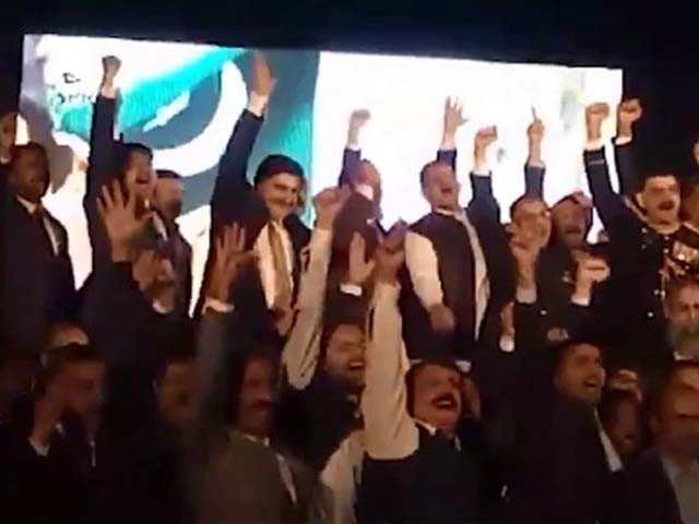 پاکستان ہائی کمیشن نئی دلی پاکستان زندہ باد کے نعروں سے گونج اُٹھا۔ فوٹو : ٹویٹر