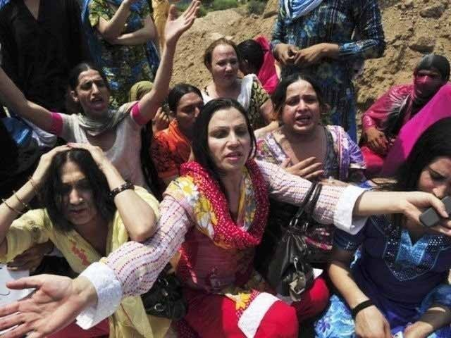 خیبر پختونخوا میں قتل ہونے والے خواجہ سراؤں میں 60 سے 70 فیصد خواجہ سرا اپنے دوستوں یا چاہنے والوں کے ہاتھوں قتل ہوئے، رپورٹ ۔ فوٹو : فائل