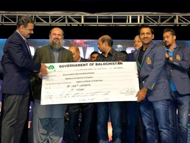 پاکستان سپر لیگ کی ٹرافی جیت کر کوئٹہ آئیں آج وہ خواب پورا ہو گیا، سرفراز احمد ۔ فوٹو : ٹویٹر