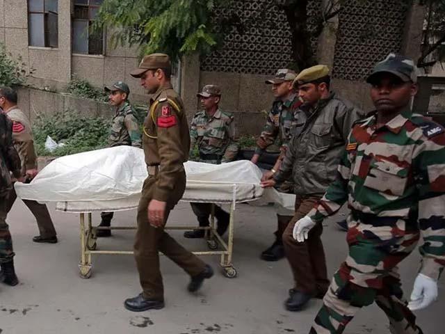 ایک سپاہی بری طرح جھلس گیا جسے اسپتال منتقل کیا گیا ہے۔ فوٹو : فائل